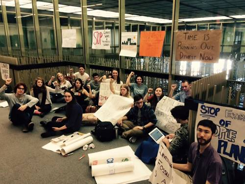Image of NYU Divest protesters at Bobst Library